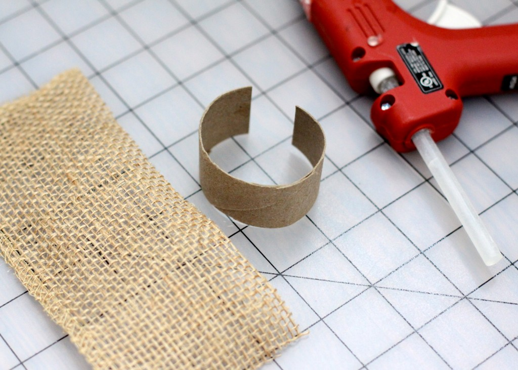 DIY Burlap Napkin Rings | Love of Home