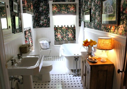 Full Bath in our 1890 Farmhouse | Love of Home