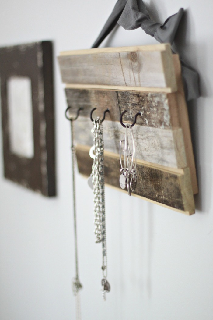 Easy DIY Rustic Jewelry Organizer Love of Home