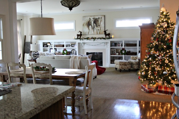 family-room-christmas-holiday