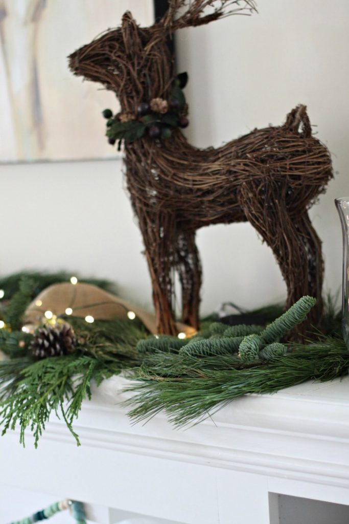 reindeer-holiday-mantle
